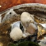 菊鮨 - *いろは島の牡蠣は小粒ですけれど、旨みが凝縮され美味しい。 少し酸味のあるジュレもいい味わい。