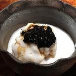 菊鮨 - ◆鱈の白子様、白子様のソースで。 シャリの上に焼いた白子様をのせ、その上に白子様のソースがかけられるという贅沢な品。 白子様好きには堪りませんワ。(´▽`)