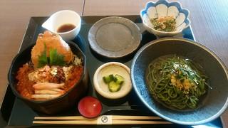 越前ガニ・海鮮丼料理 みくに隠居処 - 「セイコガニの蟹飯と名物そばセット」
