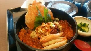 越前ガニ・海鮮丼料理 みくに隠居処 - 「セイコガニの蟹飯と名物そばセット」の セイコ蟹飯