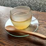 カフェテラス あらみ - 自家製の梅蜜のお湯割りです
