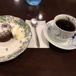 茶房 珈路 - フォンダンショコラとエルサルバドル ラ・マリーナ農園で1,150円
