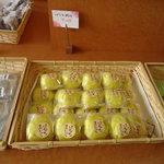 まるかん菓子店 - バナナ饅頭