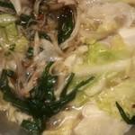 呑喰楽座 タベルバ - もつ鍋茹で途中