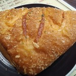 ちょい飲み バー ドン キホーテ - 隣のベーカリーからハムチーズパン100円 温めてくれます♪