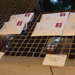VADE MECVM showroom#2 - チョコはイギリスの1ペニー切手が貼った袋に入って、売ってあって面白い!