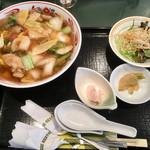 中国レストラン 雪園 - 五目あんかけそば & 半炒飯セット(サラダ・小付・漬物)