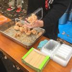 白河ラーメン 麺や鶏正 - 料理写真:すぐに売れきれるので常時揚げたてです