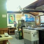お好み焼き 一休 - 厨房もまる見えなだけに綺麗にされてます。撮ってしまったお客さんゴメンナサイ。