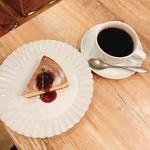 en cafe - マスカルポーネとクリームのチーズケーキ+ドリップコーヒーのセット  800円