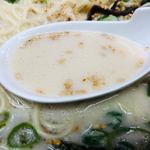 博多天神 - まろやかな純豚骨スープ!