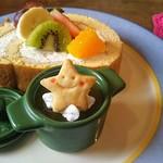 アンドウッドカフェ - ロールケーキ(オレンジゼリーつき)