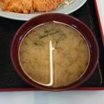 よし尾 - 味噌汁(チキンカツ定食)