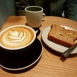 ダブ コーヒーストア - カフェラテ、バナナブレッド
