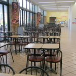 カインズキッチン - テーブル席が沢山あります。