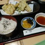与島PAフードコート - 瀬戸内太刀魚オリーブ地鶏の天ぷら膳! 名前なが!