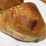 ブーランジェリー レキップ ド コガネイ - コラシオン(324円 税込)評価=◎ ココナッツミルクと渋皮栗をキタノカオリの生地でパンに!