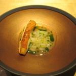 99015242 - 金目鯛と聖護院大根一味唐辛子とパセリのオイル
