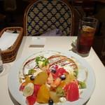 シブヤパーラー - 季節のミックスフルーツガーデンパンケーキ