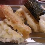 Obubu - 天ぷら:8種類。衣は薄く、揚げたてでサクサクしています。
