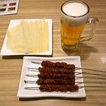 楽楽屋 - 春餅と羊肉小串と朝ビール