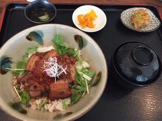 キッチンイナバ - ラフテー丼 1,050円