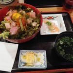 海鮮や 十兵衛 - 海鮮丼(上)880円