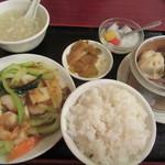 龍城飯店  - オイラがチョイスの「海鮮XO醤炒めランチ」
