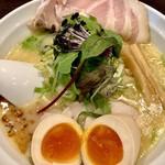 麺屋 信成 - 料理写真:福島鶏白湯味玉トリュフver. 1150円