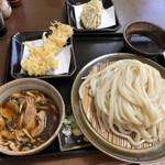 99043491 - 豚バラキノコうどんに天ぷら2品。