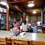 お食事処 龍華 - テーブル席 & 小上がり座卓席