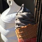 能登海鮮丼 みとね - 黒胡麻ソフトクリーム ( ´θ`)