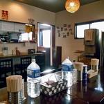 麺や 玄 - テーブル席 & カウンター席