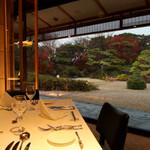 筥崎宮 迎賓館 ラ セゾン - テーブルと庭