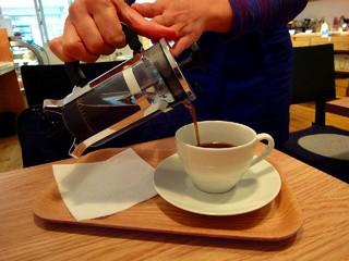 グッドニュースカフェ - 挽き立てのフレンチプレスコーヒー
