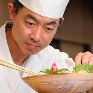 四季折々の味覚を様々な調理法で。ベテランの料理長がお届け!