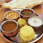 やっぱりインディア - バターチキンカレー、マトンカレー、ダール、ライター、ナンとライス