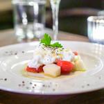 ズイジ - イタリア産ブッラータチーズと洋梨のカプレーゼ