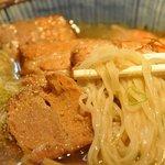 麺屋はなび 桑名店 - 麺は細麺縮れ麺 最後までコシがありました。