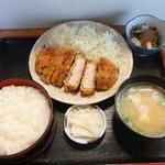 お食事の店 いそしぎ - 料理写真:トンカツ定食