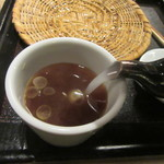 蕎麦前 山都 - 蕎麦湯を注ぐ