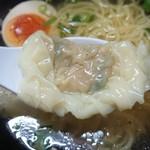 99067775 - ハーフワンタン麺。ワンタンは具がたっぷり。生姜が効いてて美味しい。