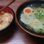 99067778 - ワンタン麺と親子丼、それぞれハーフです。