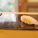 鮨 かず矢 - 料理写真:鯛