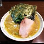 らーめん飛粋 - ラーメン(もも肉)700円麺硬め。海苔増し100円。