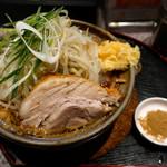 ラーメン 宮郎 - 料理写真:【限定】味噌煮込みラーメン並・ヤサイニンニク(930円)