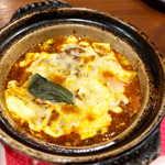 ハマチョウ - 藩茄麻婆・トマトとチーズの麻婆豆腐(¥972)。小さめの鉄鍋で、グツグツ出てくる