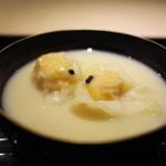 富小路 やま岸 - 齋藤さんの海老入りワンタンを山岸さんの白味噌仕立てのお椀で。