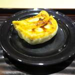 富小路 やま岸 - 齋藤さんの上海蟹入りのギョウザを山岸さんの蟹酢で頂く。格別なおいしさ。
