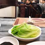 Wong Chi Kei Congee & Noodle - #家庭画報風味。お向かいは学生上がりっぽい大陸の男女四人組、お隣は韓国からのOL(死語)風のお嬢さん二人連れ。で、アタシが日本仔(やっぷんぢゃい)ま、そーゆー店です。